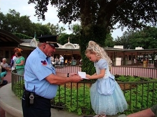 When I Saw What This Security Guard Did For A Little Girl, I Was Touched.