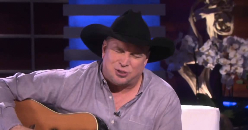 Garth Brooks Performs The 'Mom' Song And Moves The Room To Tears _ god updates
