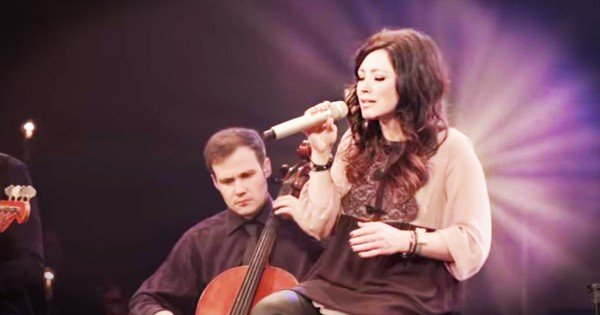 Kari Jobe 'I Am Not Alone'