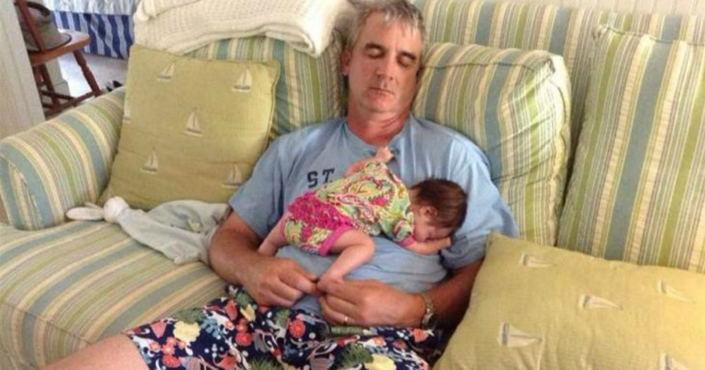 godupdates 15 Times Grandpas Were Caught Bonding With Their Grandkids 1