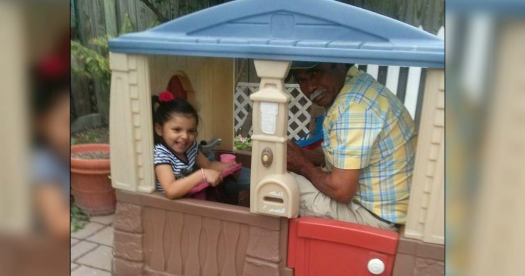 godupdates 15 Times Grandpas Were Caught Bonding With Their Grandkids 13