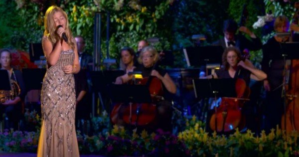 Jackie Evancho Singing 'Ave Maria'