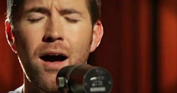Josh Turner Sings 'Me And God'