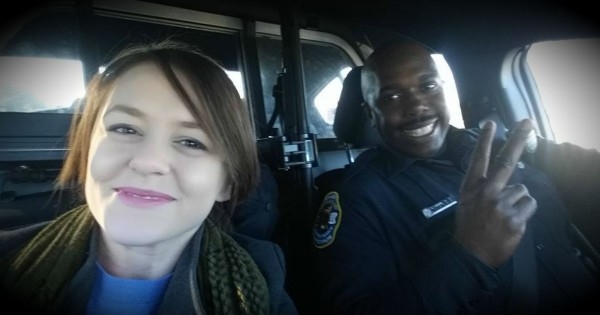 Kind Police Officer Saves The Day After A Mom's Car Breaks Down