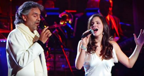 Andrea Bocelli And Katharine McPhee Sing 'The Prayer'