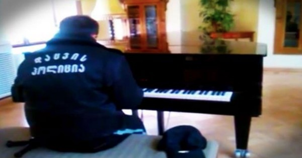 This Security Guard Sat Down At A Piano Thinking No One Was Around. The Result…Chills!