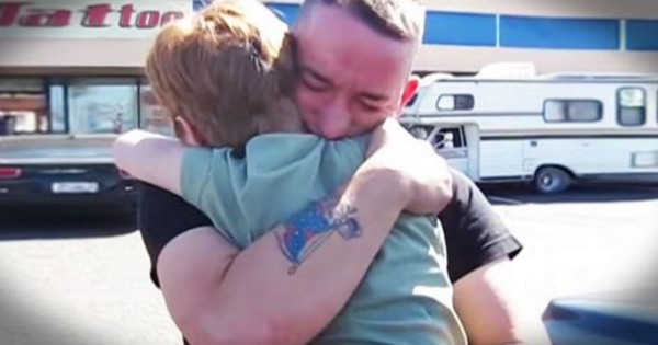 Marine Breaks Down In Tears After Being Surprised By Sister