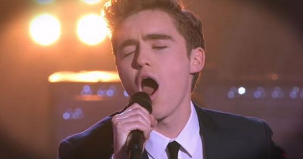 """Tim Moxey And Harrison Craig Sing """"You Raise Me Up"""" On The Voice"""