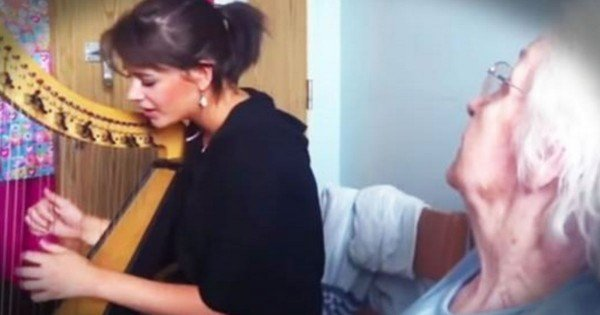 Girl Plays Her Harp And Sings Easter 'Hallelujah' For Her Nana