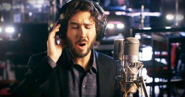 Josh Groban Sings 'Over The Rainbow'