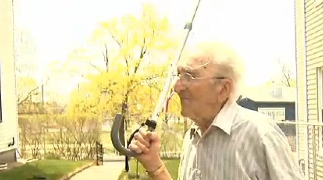godupdates 95-year-old veteran fights off mugger with cane
