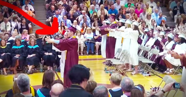 This Graduation Speech Turned Into An Epic Flash Mob–WOW!