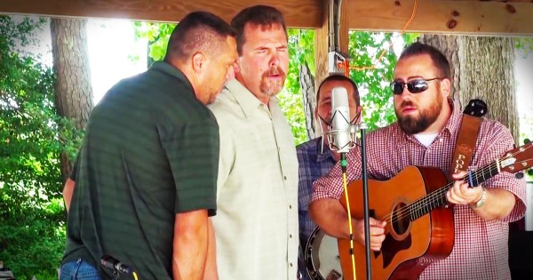 Bluegrass Group, Deeper Shade of Blue, Performs 'How Great Thou Art'