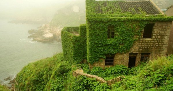 Abandoned Village In China Has Been Beautifully Overtaken By Nature