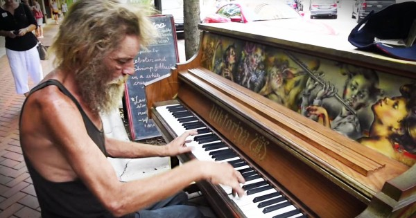 Former Marine Is Homeless But Plays Piano Beautifully