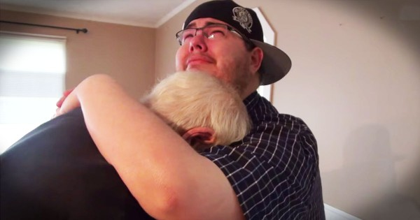 Son Surprises His Dad With New Home And They Both Cry