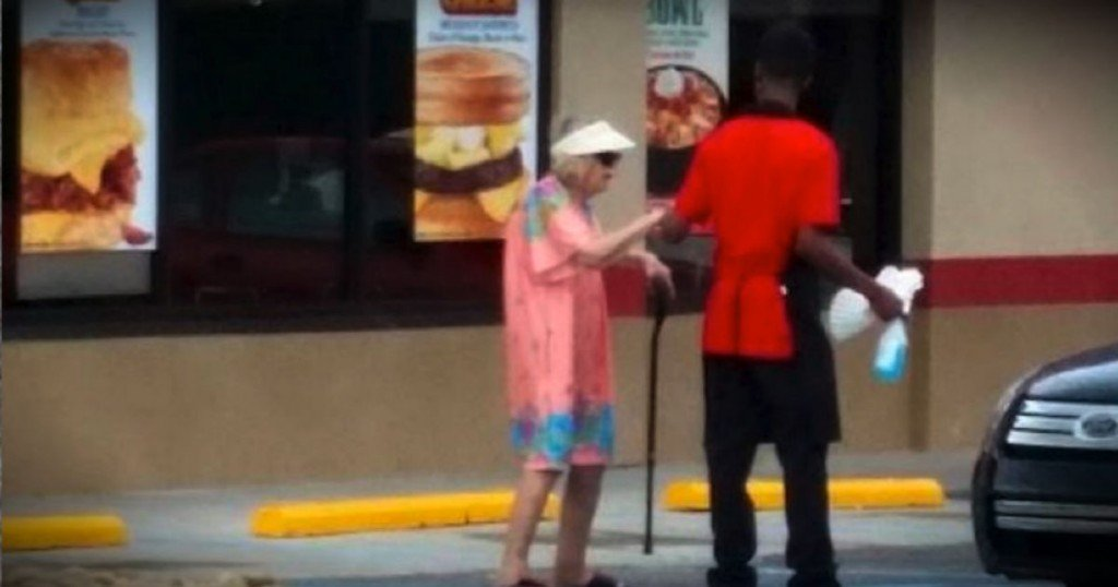 godupdates-teen-helps-old-woman-cross-street-fb