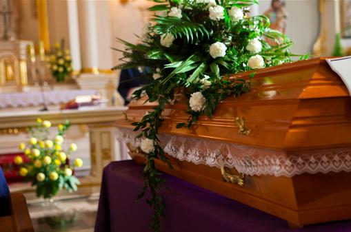 mj-godupdates-wife-buries-husband-with-money-2