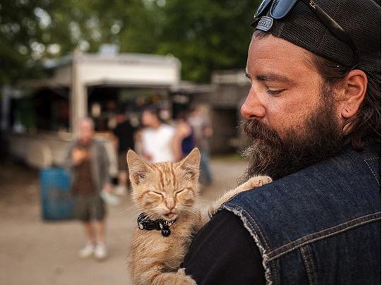 mj-godupdates-biker-rescues-kitten-2