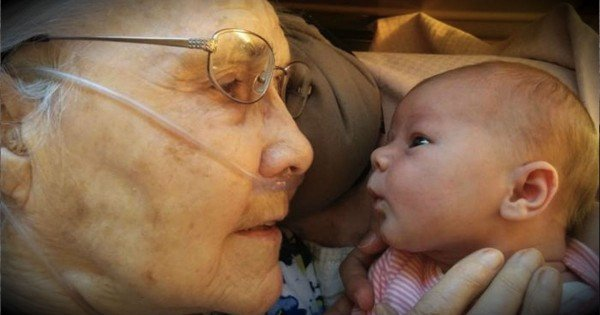 A 2-Day-Old Baby Just Met Her Great Grandma For The First Time