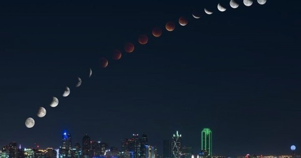 The Internet Went Crazy For This Man's Photograph Of The Blood Moon