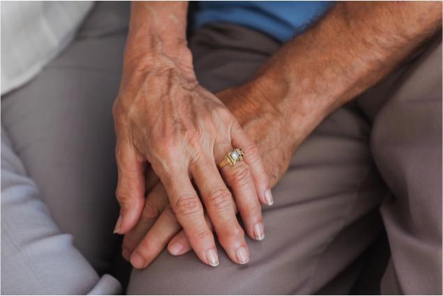 mj-godupdates-elderly-couple-shares-meal-4