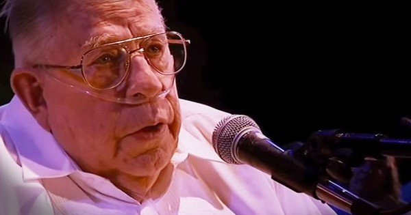 83-Year-Old On Oxygen Sings 'Fix You'