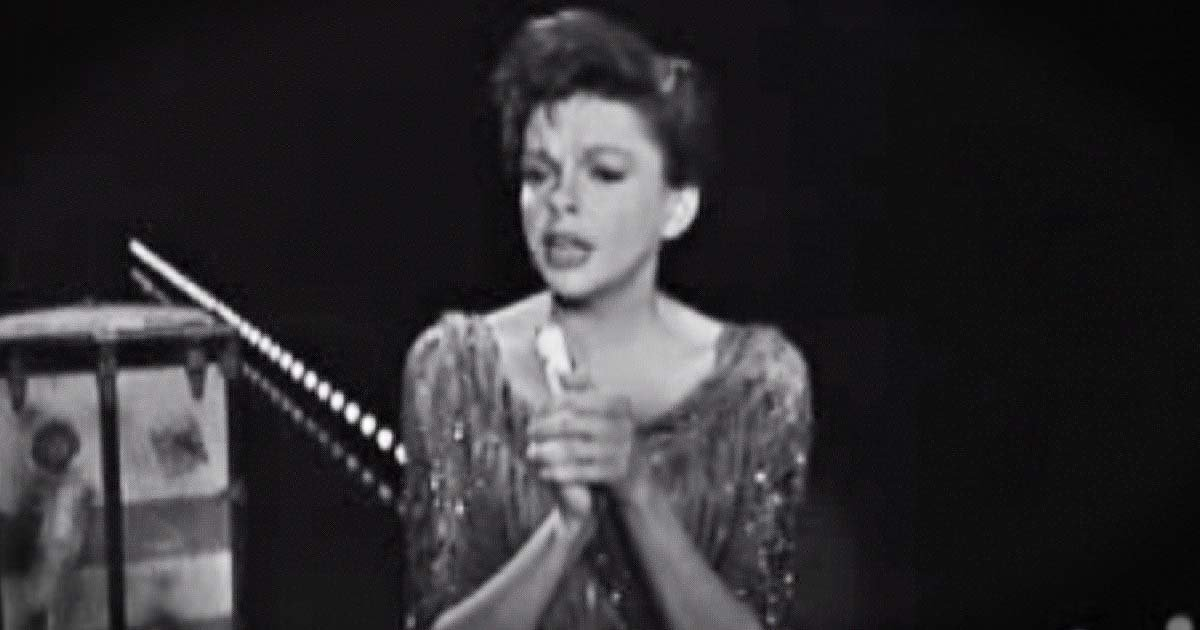 Judy Garland sings the battle hymn of the republic for JFK
