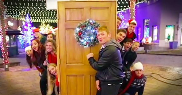 A Cappella Group Christmas Carols…Flashmob Style