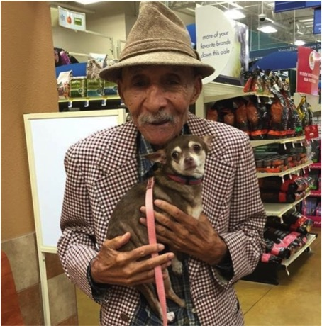 mj-godupdates-WWII-veteran-adopts-chihuahua-1