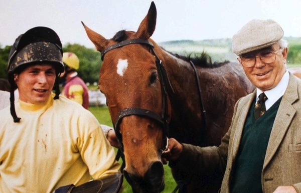 mj-godupdates-dying-man-surprised-with-goodbye-from-beloved-horse-1