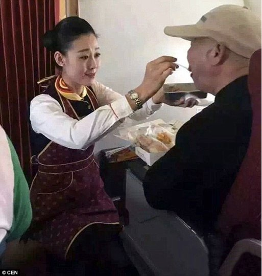 mj-godupdates-flight-attendant-helps-feed-man-struggling-to-feed-himself-2
