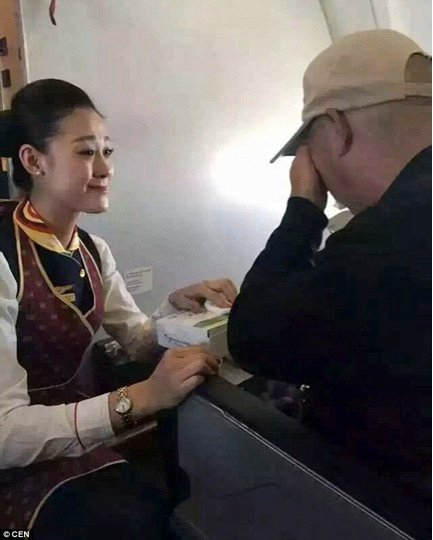 mj-godupdates-flight-attendant-helps-feed-man-struggling-to-feed-himself-3