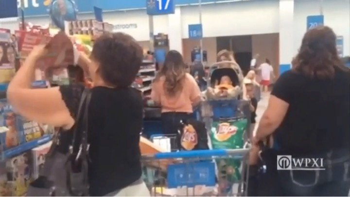 mj-godupdates-man-with-tattoos-pays-for-mom-at-walmart-2