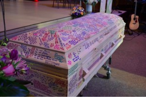 godupdates casket signed as tribute to girl who died from cancer 5