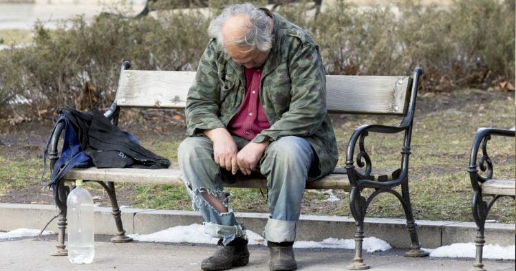 godupdates rich woman helps homeless man 1