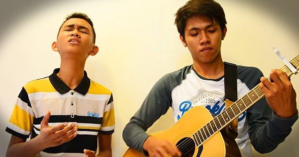 Aldrich and James Sing Acoustic Version of 'Jesus Take The Wheel'