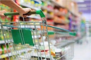 godupdates strangers help screaming woman in grocery store 2