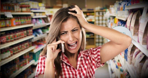 Complete Strangers At The Grocery Store Help A Screaming Woman