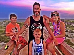 godupdates waitress reminds single dad of parent's divorce 4