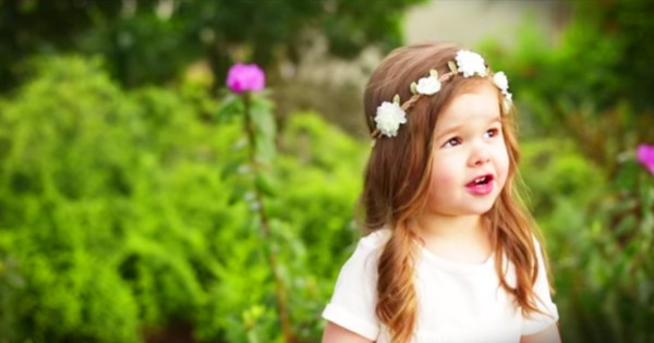 3-Year-Old Claire Ryann Sings 'Gesthemane' For Easter