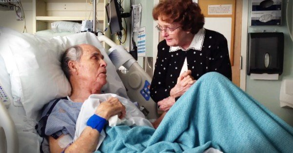 Older Couple Sings 'You Are My Sunshine' In Hospital