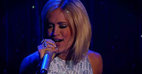 Carrie Underwood Sings 'Something In The Water'
