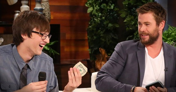 Honest Teen Returns Chris Hemsworth's Wallet And Gets A Big Thank You