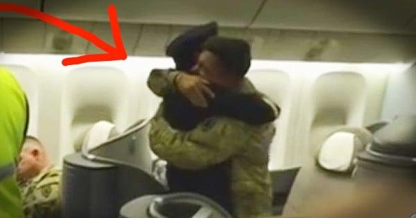 Pilot Surprises Soldier Son on Flight Home