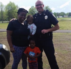 godupdates woman pulled over to pray for police officer 2