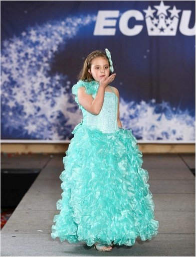 godupdates 7-year-old beauty queen with birthmark esabella 6