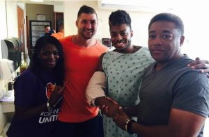 godupdates football star tim tebow visits friend in hospital 1