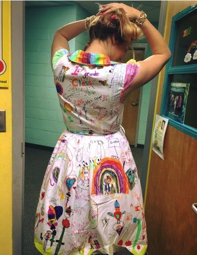godupdates students draw on first grade teacher dress 3