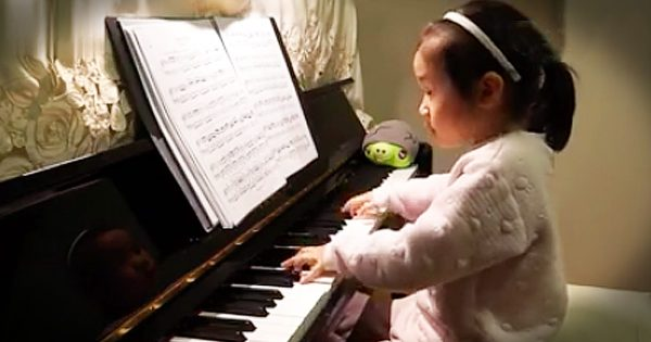 3-Year-Old Piano Prodigy Plays a Masterpiece